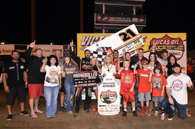 Brian and the team celebrate their win in Sedalia (Nicole Lee – High Fly'N Photo)
